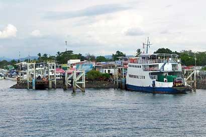 Ferry en Puntarenas suspenderá servicio mañana