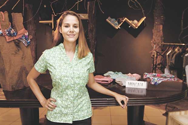 Emprendedora confecciona línea de ropa única para mujeres