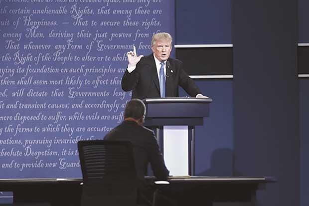 Aliados de Trump tratan de reducir daños tras debate con Clinton