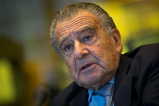 El argentino más rico planea vender $1.500 millones de bonos