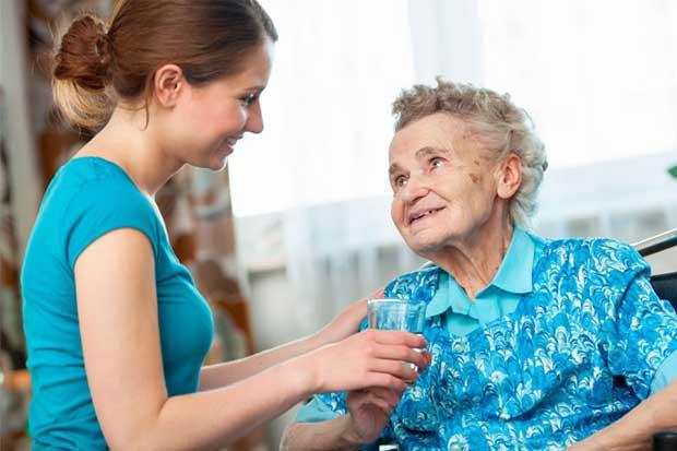 Servicios públicos en deuda con adultos mayores, según Defensoría