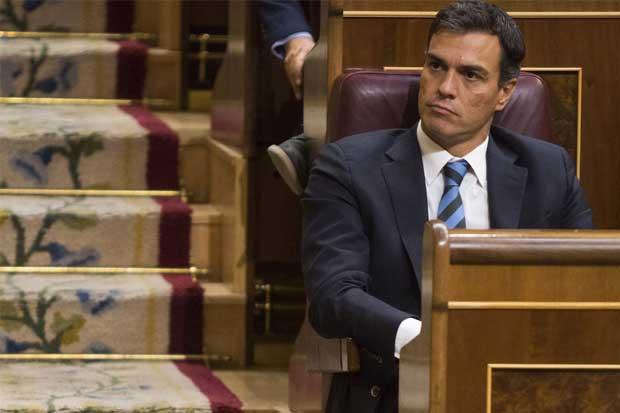 Dimisión de Pedro Sánchez allana camino de Mariano Rajoy en España