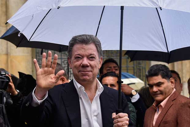 Presidente de Colombia corre para enderezar proceso de paz