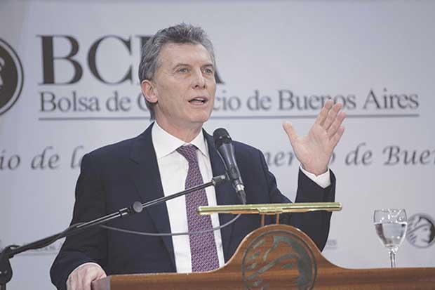 Presidente de Argentina aún en pie tras mes de débiles estadísticas