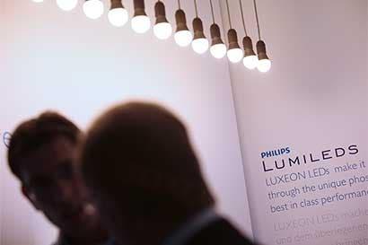 Philips en discusiones para vender división de Lumileds a Apollo