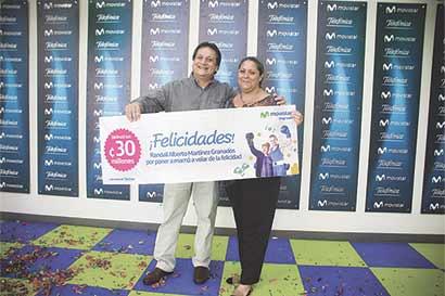 Movistar premió a ganador de concurso del Día de la Madre