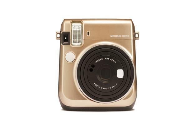 Michael Kors lanza una cámara en alianza con Fujifilm