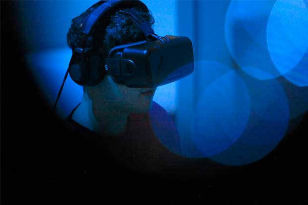 Facebook prueba dispositivo de realidad virtual