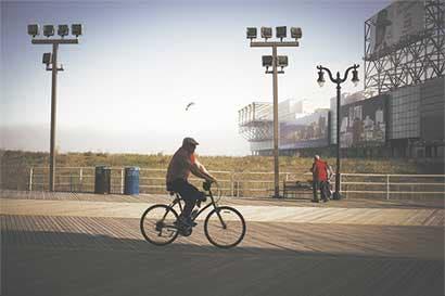 Calle ciclista podría compensar cierre de metro en Nueva York