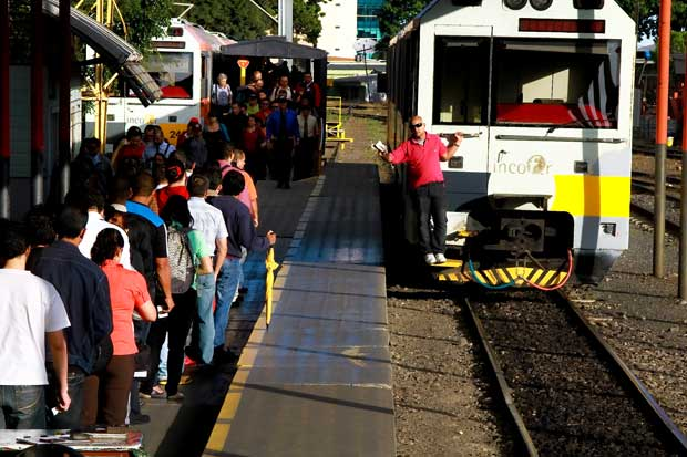 Servicio de tren hacia Cartago se suspende por fuertes lluvias