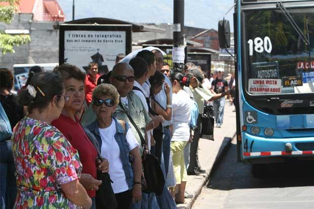 Defensoría pide explicaciones a ministro de Transportes por sectorización de buses