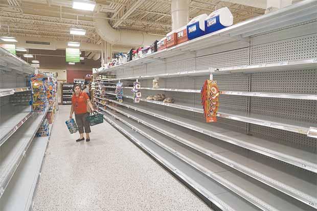 Meteorólogos ven daños del huracán Matthew antes de que ocurran