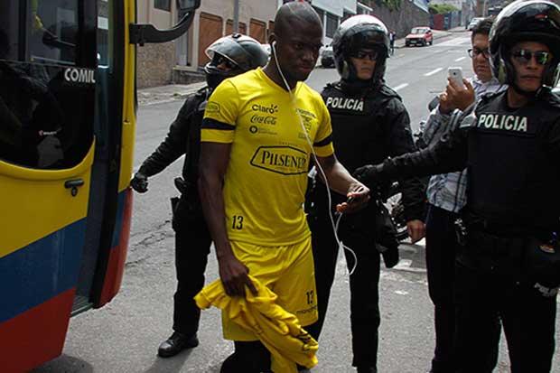 Cárcel persigue a futbolistas por pensión alimentaria