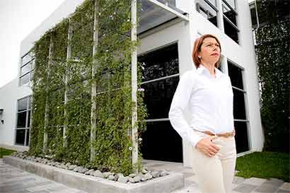 Centros comerciales e industriales atraen viviendas en el Este