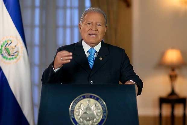 Presidente de El Salvador advierte sobre crisis de liquidez