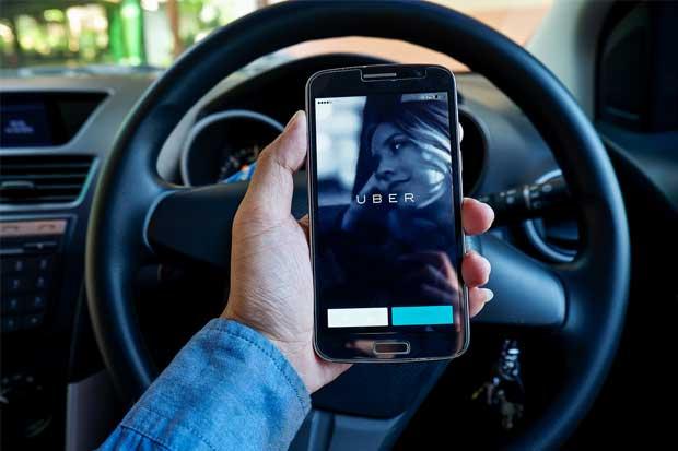 Uber duplica bonos para que choferes recluten otros socios