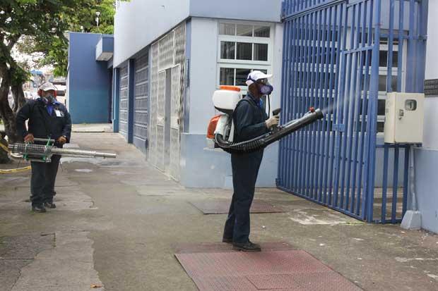 Salud recibe equipos y suministros para combatir al mosquito Aedes Aegypti