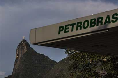 Petrobras avanza con plan de desinversión y vende refinería