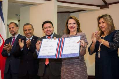 12 instituciones ratificaron protocolo de atención prioritaria de familia en pobreza extrema