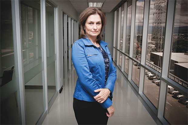 Cuatro mujeres se pelean presidencia de Sutel