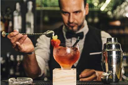 Se busca bartender apasionado por los viajes