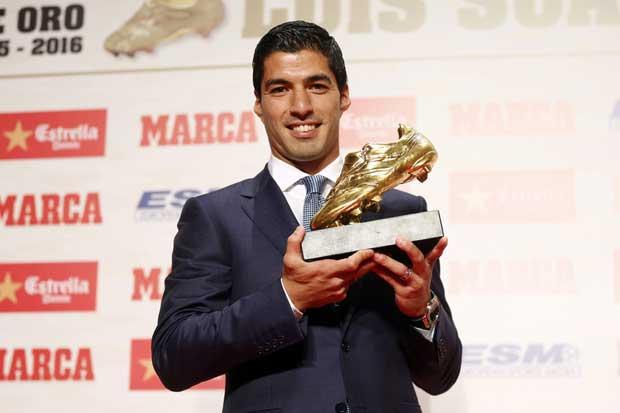 Luis Suárez recibe su segunda Bota de Oro