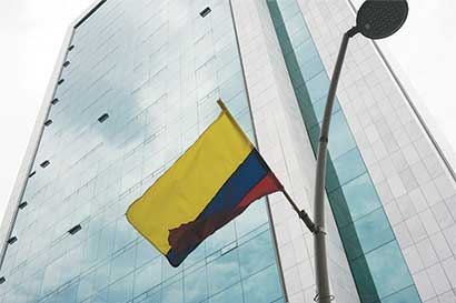 Colombia gravará dividendos y subirá IVA para defender grado crediticio
