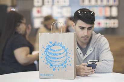 AT&T buscaría cerrar adquisición de Time Warner el lunes