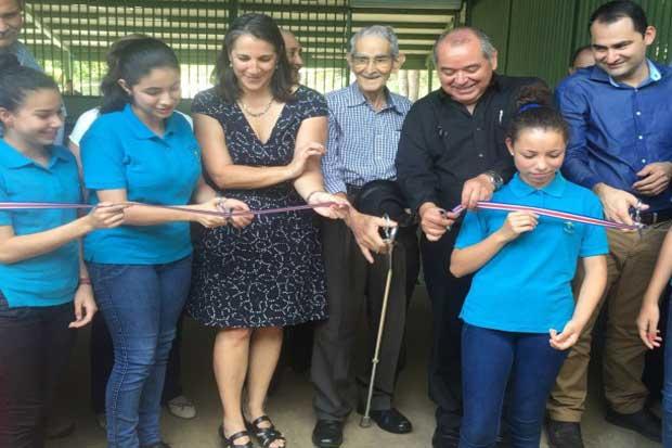 Familias de Puriscal y Turrubares se benefician con proyectos comunales