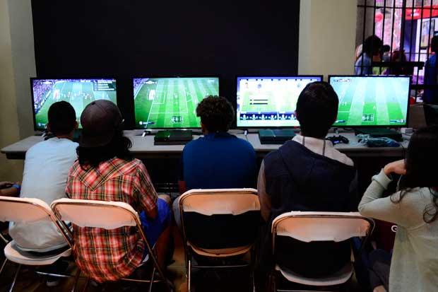 Amantes de los videojuegos se reúnen en el Museo de los Niños