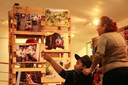Jóvenes de la Carpio exponen la realidad de su barrio en proyecto fotográfico