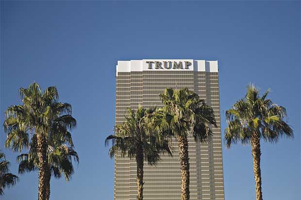 Con su nombre envuelto en controversia, Trump apuesta a línea de hoteles