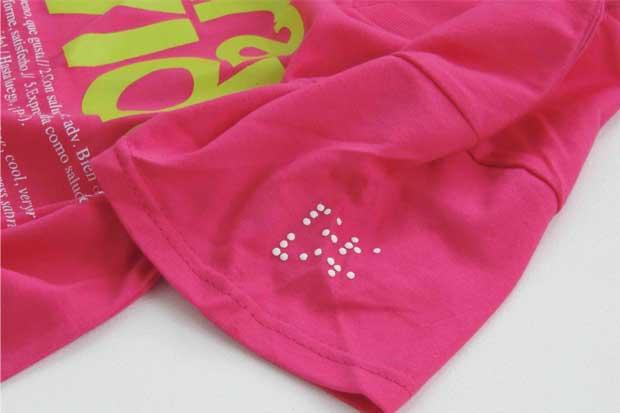 Arteria lanza camisetas con frases en braille