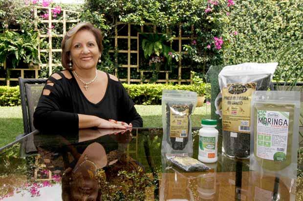 Emprendedora produce moringa y pimienta de exportación