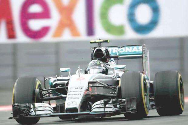 Descalabro otorgaría campeonato a Rosberg