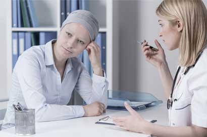 Sobrevivientes de cáncer de mama acompañan a pacientes recién diagnosticadas