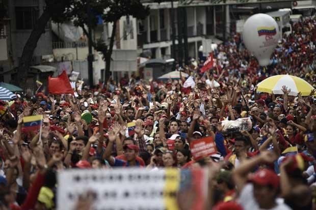 Comercios venezolanos cerrados en huelga para presionar a Maduro