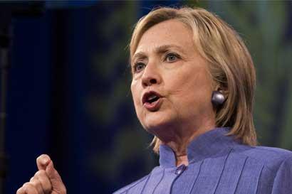 Clinton retiene lealtad de demócratas tras revelación del FBI