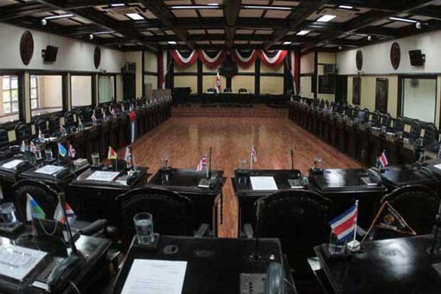 Corte Plena deja en manos de diputados tope de nuevas pensiones
