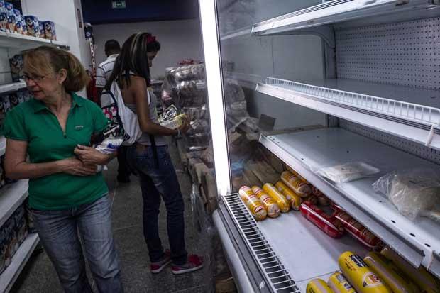 Moneda venezolana vuelve a desplomarse en el mercado negro