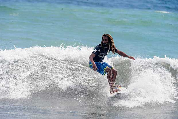 Gilbert Brown, entrenador para Surfing Games