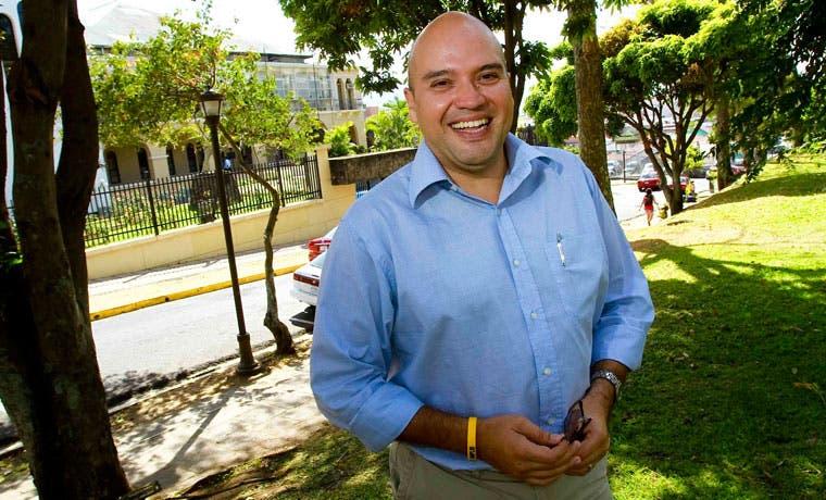 Frente Amplio propone recortar pensión de expresidentes a casi la mitad