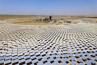 Lucha por energía solar consume millones de dólares