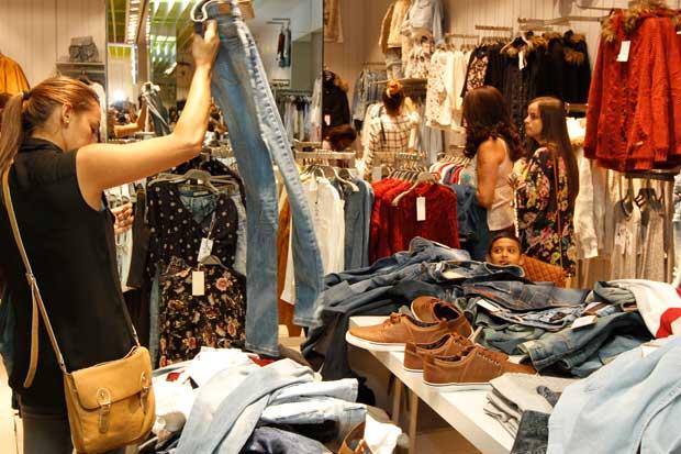 Comercios adelantan descuentos del Viernes Negro