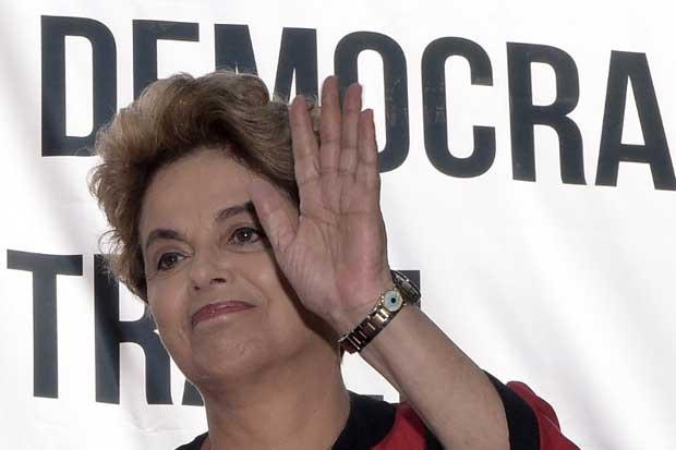 """Rousseff denuncia en Uruguay intento de """"revertir"""" conquistas sociales"""