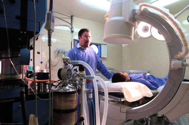 Hospital San Carlos inició hoy operaciones de rodilla y de cadera