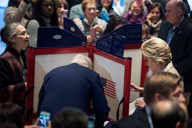 Clinton emitió su voto en Nueva York