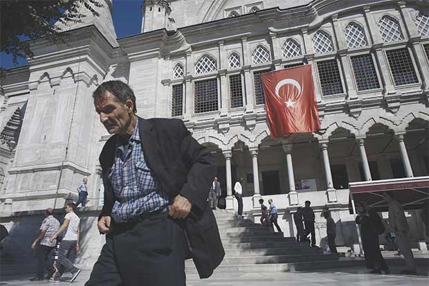 """Bruselas ve a Turquía alejarse """"cada día"""" de la UE"""