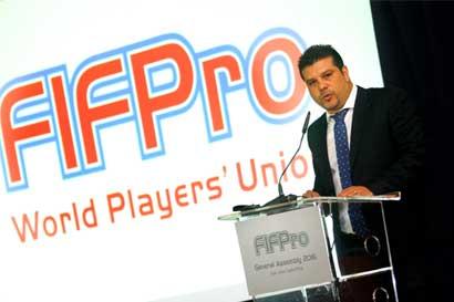 Futbolistas presentan proyecto de ley contra la violencia y racismo en el deporte