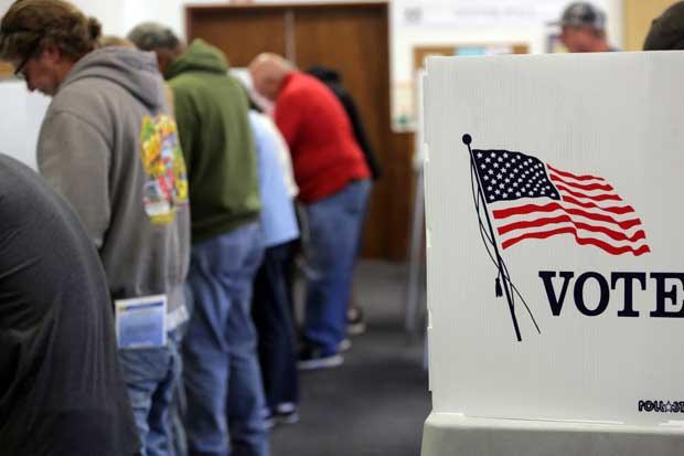 Latinos utilizaron vigilias, protesta y taxis gratis para elecciones de Estados Unidos